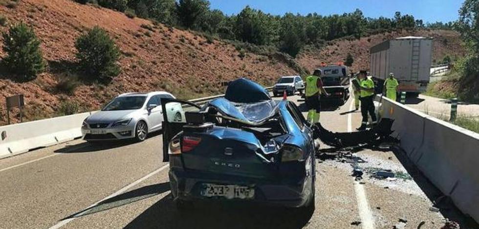 Un guardia civil se marea, estrella el coche radar y acaba herido