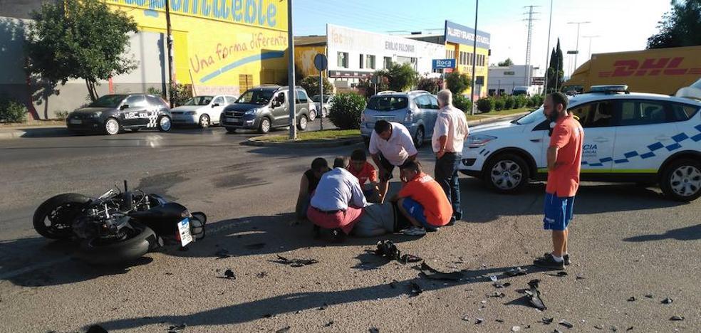 Un motorista, herido muy grave tras ser arrollado en Peligros por un coche que se dio a la fuga