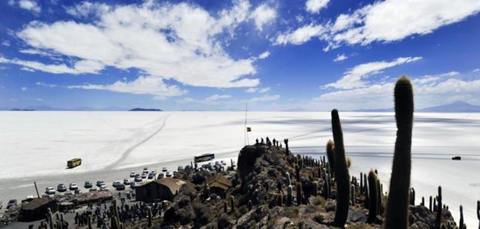 Mueren dos jóvenes españoles en un accidente de tráfico en Bolivia