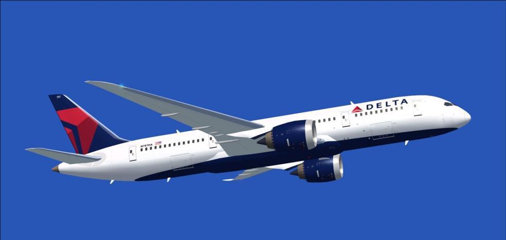 Una azafata rompe una botella en la cabeza de un pasajero que quiso abrir la puerta del avión