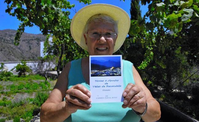 El libro 'Motes ó Apodos de Vélez de Benaudalla' triunfa en el pueblo y todavía se puede conseguir aportando un donativo a Caritas