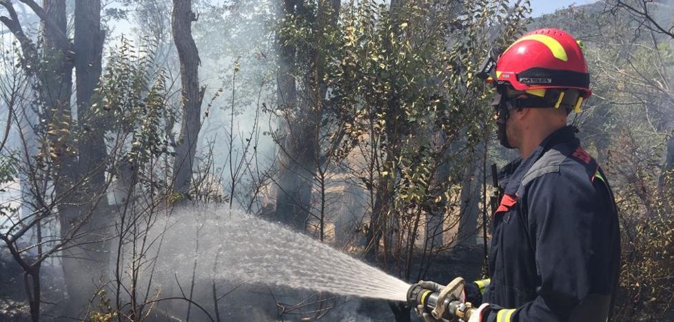 Fuego junto al pabellón de Las Fuentezuelas