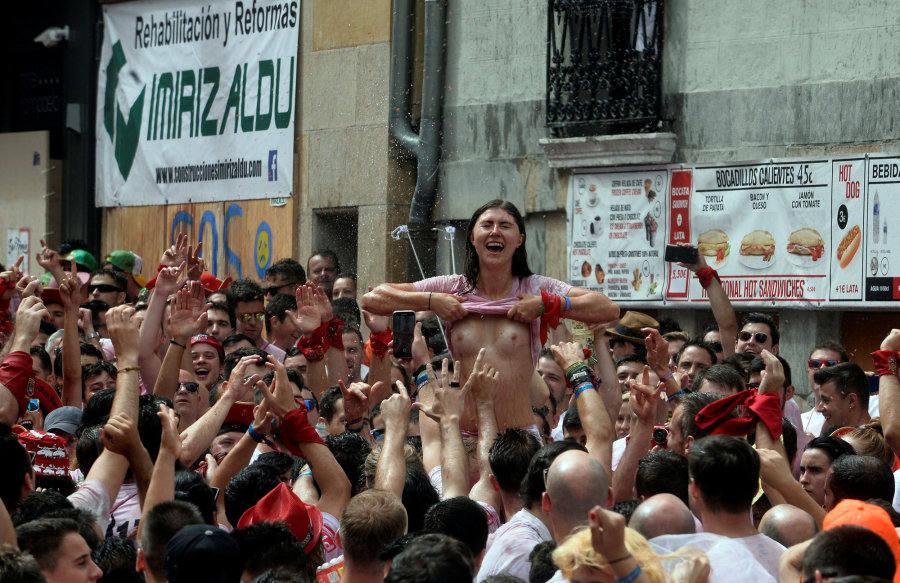 Las imágenes de la vergüenza en San Fermín