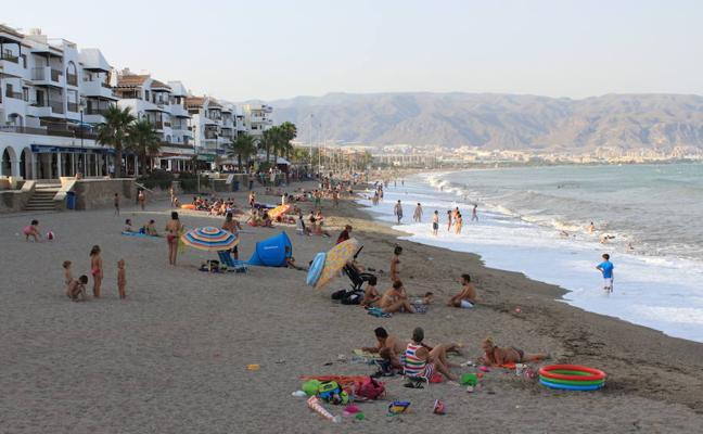 Cinco playas en Almería compiten por ser la mejor valorada en accesibilidad