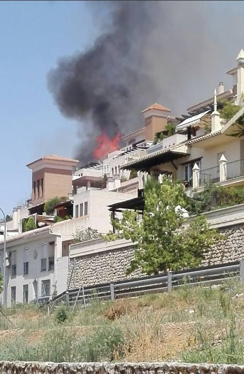 Las imágenes de los granadinos del incendio en el paraje de la Alhambra