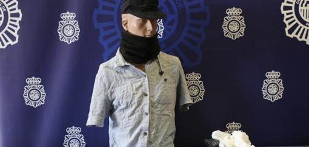 El jubilado disfrazado que trató de asaltar un banco con un hacha