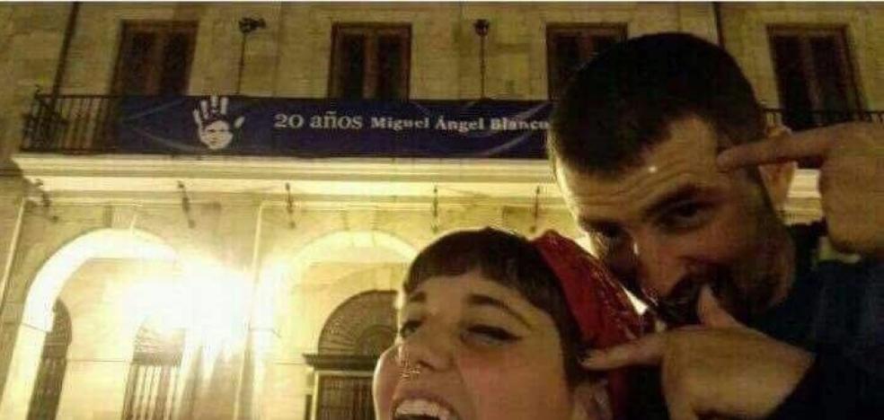 """Investigan a dos jóvenes por mofarse del asesinato de Miguel Angel Blanco: """"¡Saluda al cielo!"""""""
