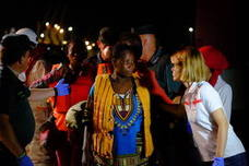 Llegan a Motril las 49 personas rescatadas por Salvamento