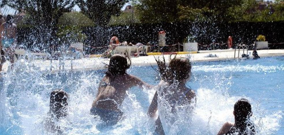 """Cuidado con las """"piscinas contaminadas"""", el germen de las otitis del verano"""