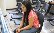 Condenan a una mujer a 30 años de cárcel por un aborto involuntario tras una violación