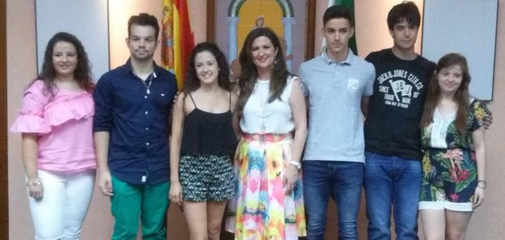 Seis jóvenes, Premio Extraordinario de Bachillerato por su excelencia académica