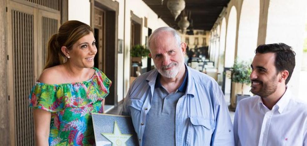 Brian de Palma recibe la estrella que lucirá en el Paseo de la Fama de Almería