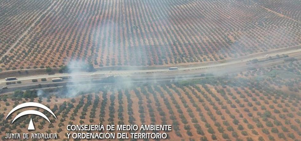 Extinguido el incendio declarado en un paraje de Carboneros, próximo a la A-4