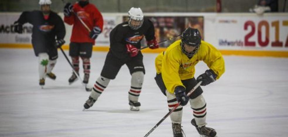 El Igloo Granada acoge un campus de hockey hielo en pleno verano