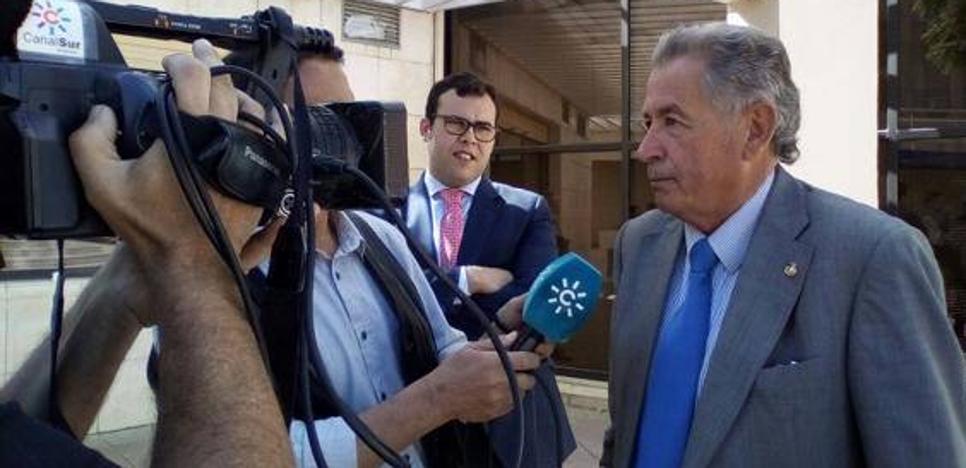 El PSOE registra una moción para exigir al alcalde de Ogíjares el cese de Vicente Aguilera