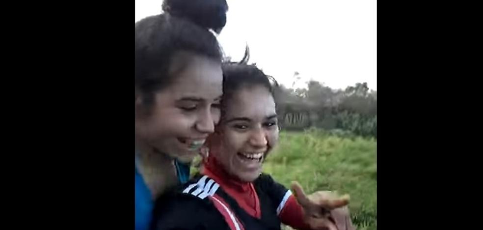 Dos hermanas mueren aplastadas por un tractor mientras grababan un vídeo subidas en él