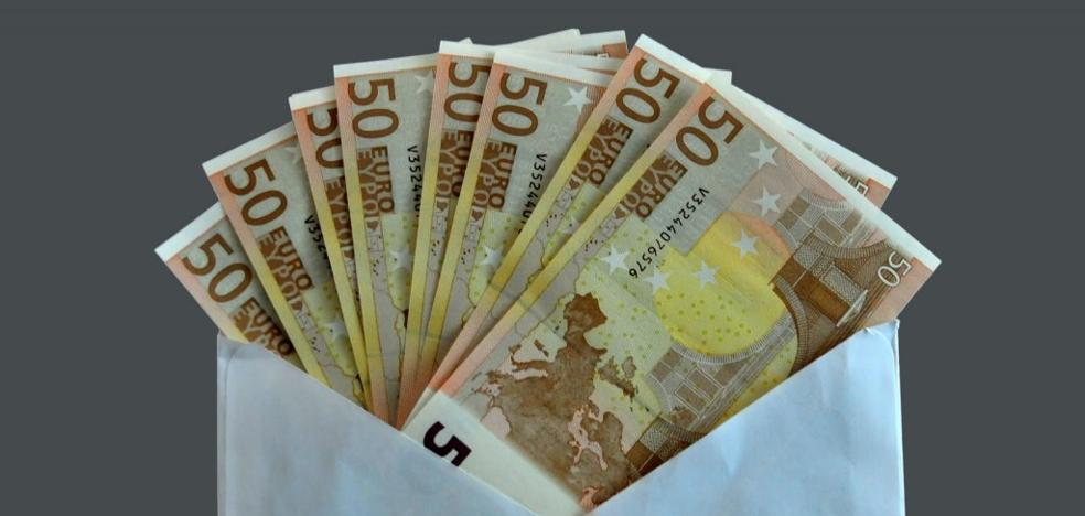 Un ciudadano ejemplar: encuentra un sobre con 5.450 euros y se los entrega a la Policía Local