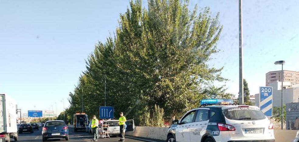 Un herido tras colisionar tres vehículos en Méndez Nuñez