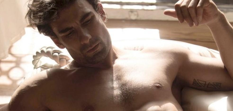 El desnudo integral del actor Christian Sánchez