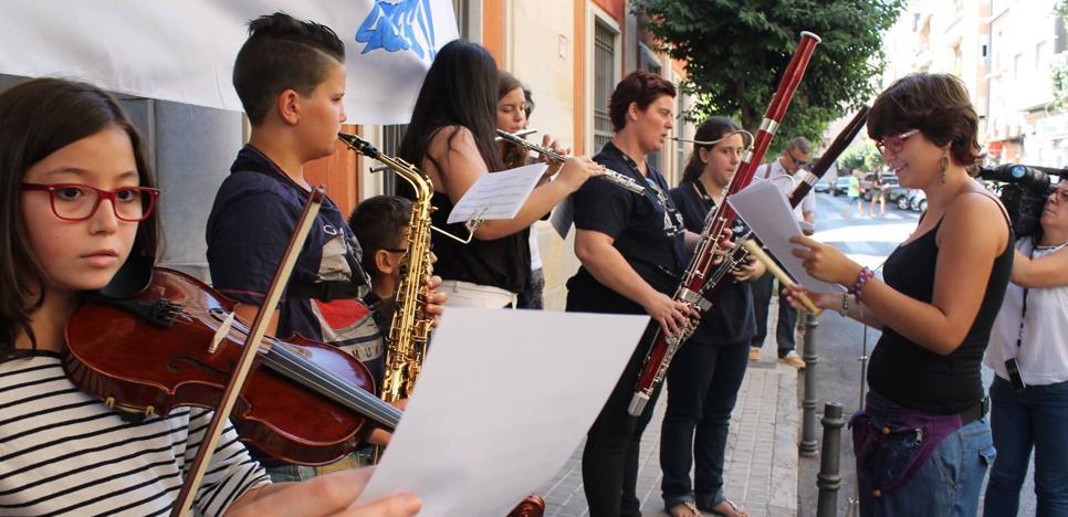 Aprobados sin plaza: 35 niños jienenses obligados a aparcar sus instrumentos