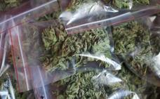 Ya venden marihuana para uso recreativo en farmacias de Uruguay