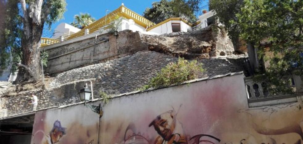 Se derrumban más de 15 metros cúbicos de tierra sobre un carmen sin dejar heridos