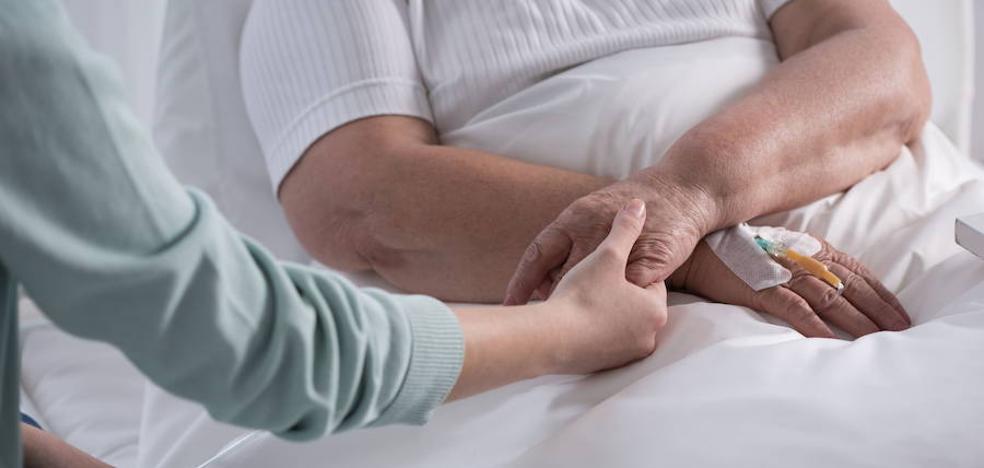 Un juez avala el derecho a faltar al trabajo por el cáncer de un familiar