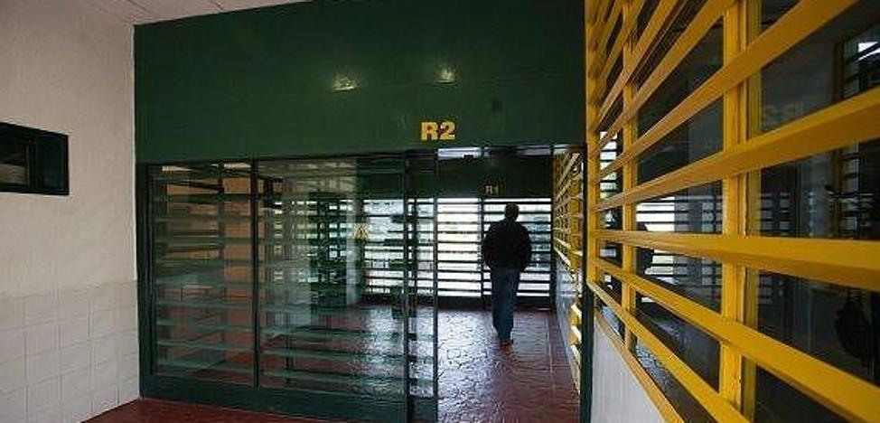 """Un interno """"peligroso"""" de la prisión de Albolote prende fuego en su celda y agrede a funcionarios"""