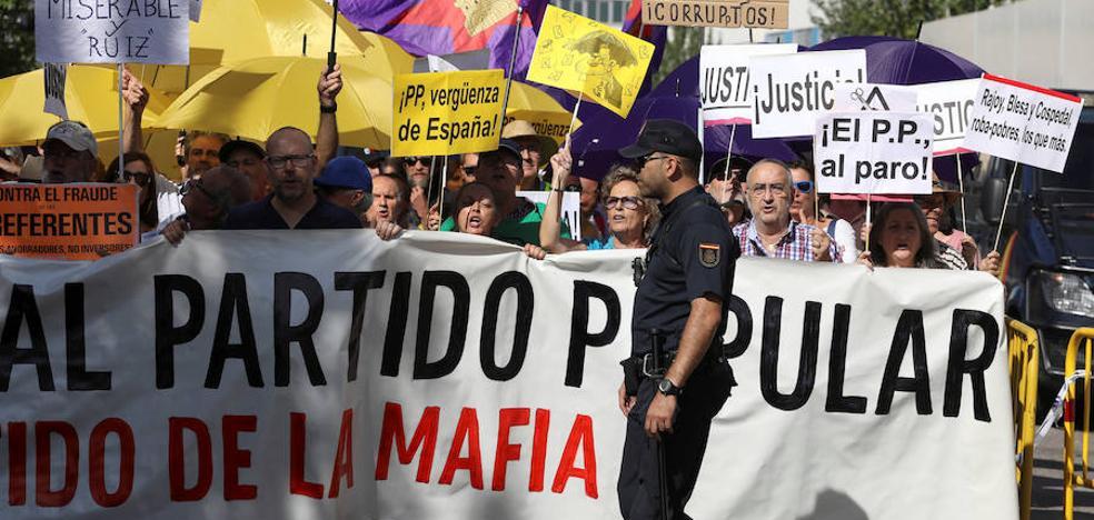 Casi más policías que manifestantes