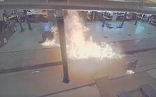 Desata un gran incendio en un concesionario de Chevrolet cuando lo limpiaba