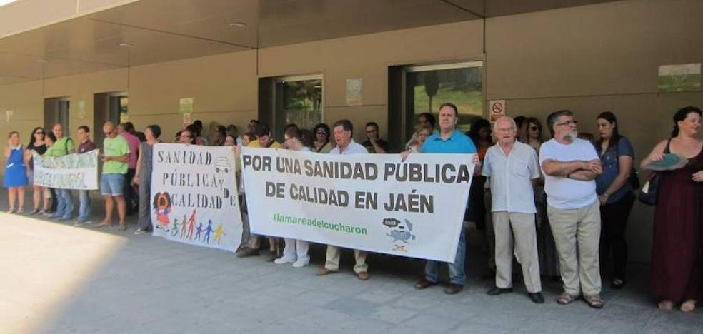 Teresa Rodríguez respalda con su presencia las reivindicaciones de la Plataforma por la sanidad pública