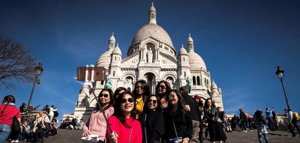 Los turistas vuelven a París