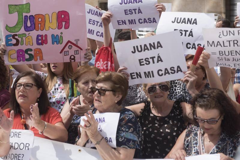 Cientos de granadinos muestran su apoyo a Juana Rivas