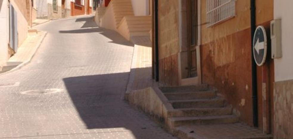 Indemnizan a una vecina de Íllora con 27.000 euros tras caerse en una acera en mal estado