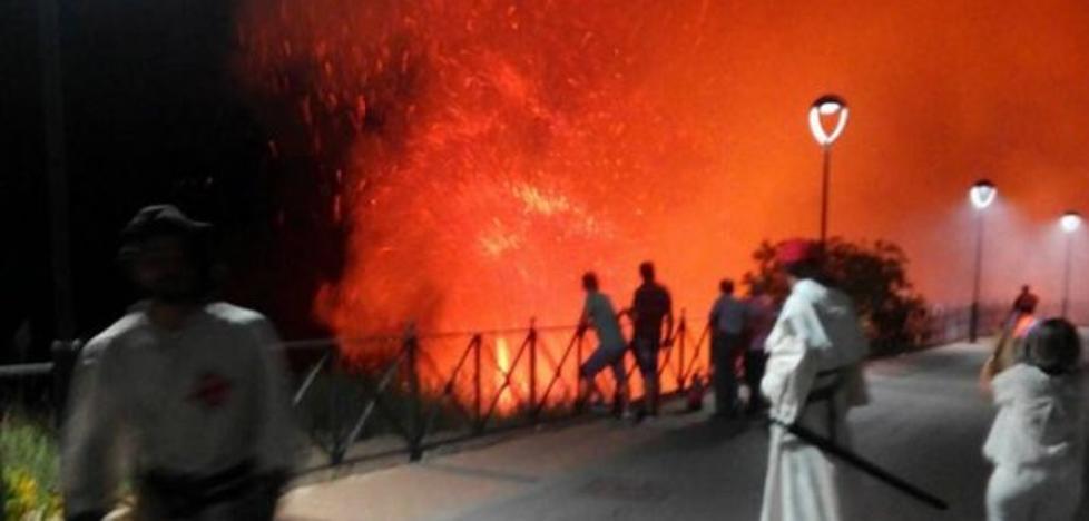 Un fuego pone en jaque el festival de La Encomienda de Chiclana de Segura