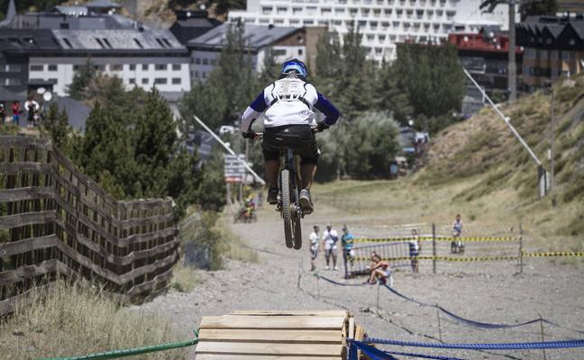 Moisés Navarrete recupera la corona de la 'Copa Bull Bike' de Sierra Nevada