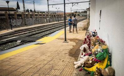 Los vecinos siguen sin creer en la muerte accidental de Lucía Vivar