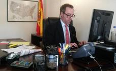 El cónsul cesado por burlarse de Susana Díaz admite que su broma fue «desafortunada»