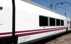 Una avería en la locomotora obliga al traslado en autobús de los pasajeros de las líneas entre Almería y Madrid