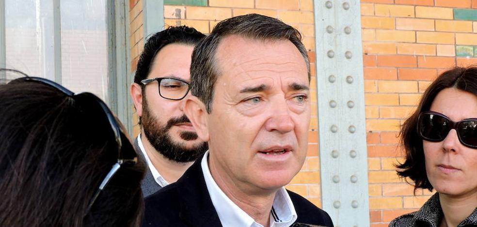 """El PSOE pedirá a Fomento que repruebe al subdelegado por """"insultar"""" a la Mesa del Tren"""