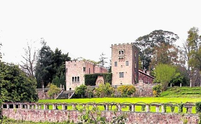 """El castillo para """"admirar la grandeza de Franco"""""""