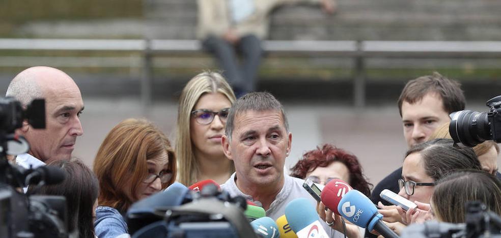 Otegi convoca una marcha en San Sebastián a favor del referéndum catalán