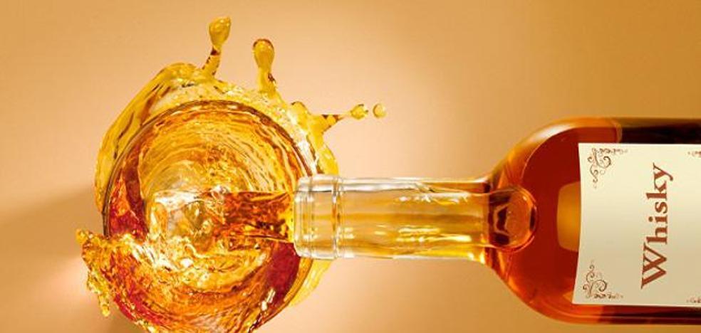 En este trabajo te pagarán por viajar por el mundo bebiendo whisky