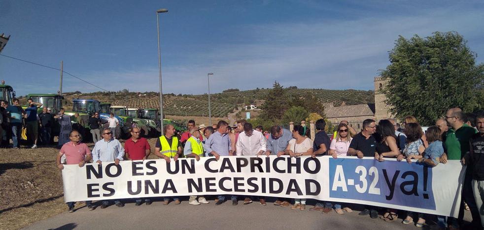 """La Plataforma por la A-32 denuncia el """"acoso"""" de la Subdelegación y suspende la manifestación de Torreperogil"""