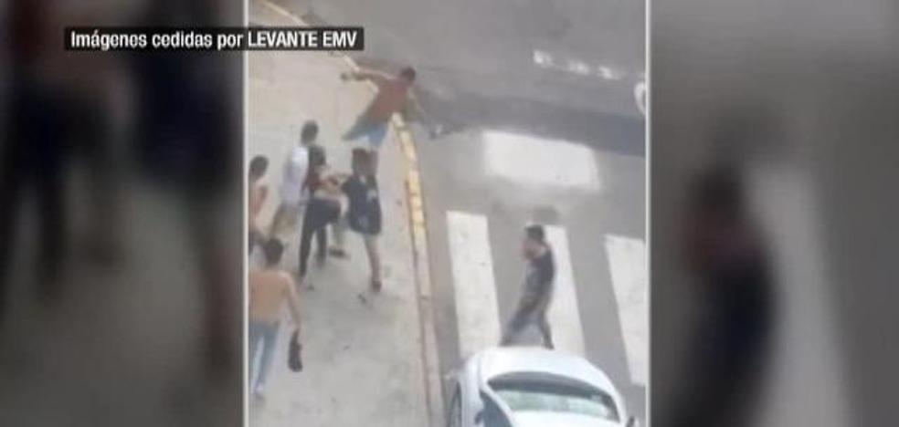 Brutal paliza de 7 chicos a otro en la playa de Gandia