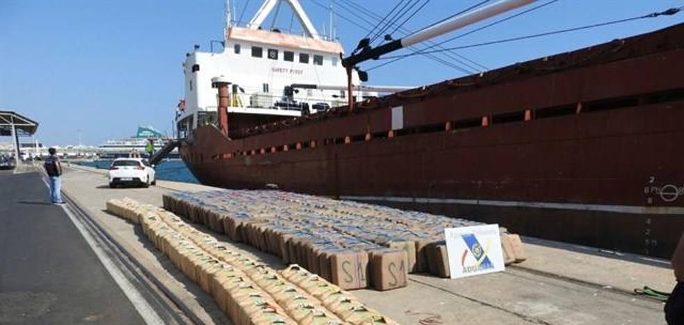 Los 13 marineros detenidos con 18 toneladas de hachís pasan a disposición judicial este viernes