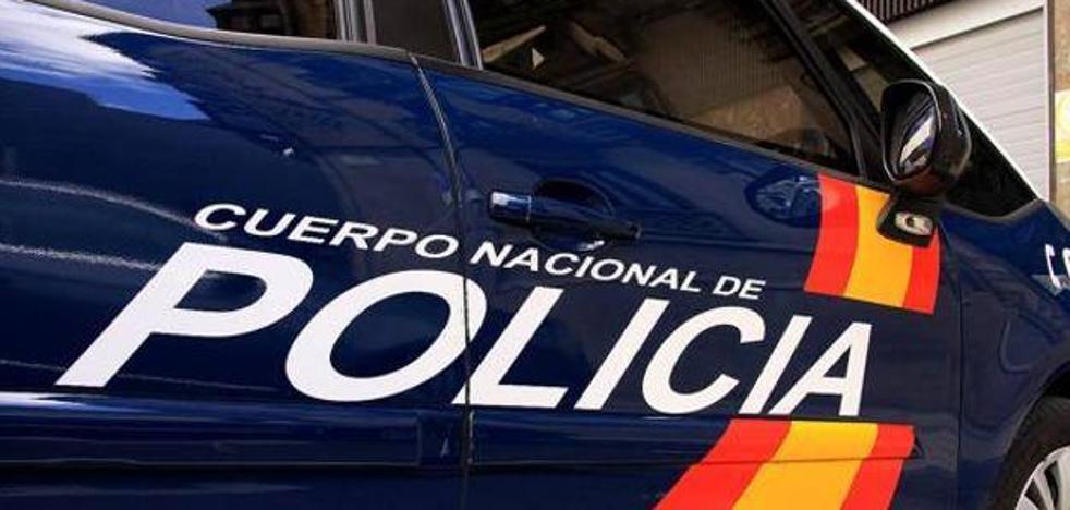 Intenta orinar sobre unos agentes en comisaría tras ser detenido