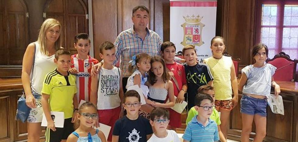 Niños de Navas de San Juan trasladan al alcalde sus inquietudes en un pleno