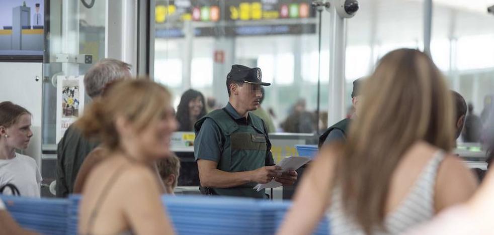 El Gobierno intensificará los efectivos de la Guardia Civil en los controles de El Prat