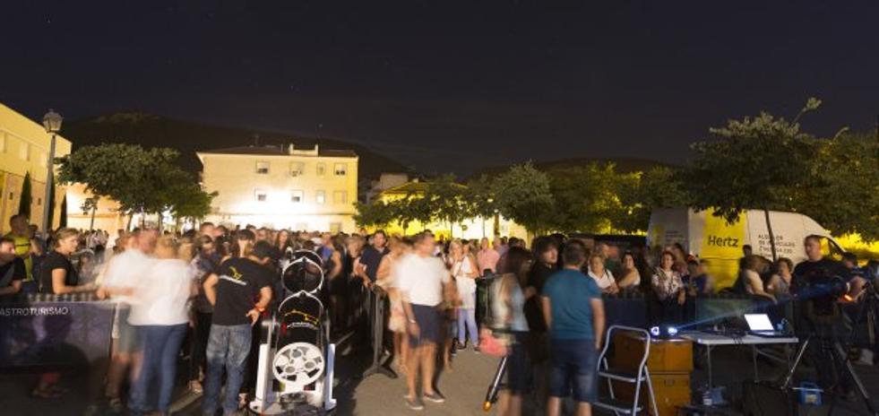 Unas dos mil personas celebran 'La Gran Noche de la Luna' en Mancha Real